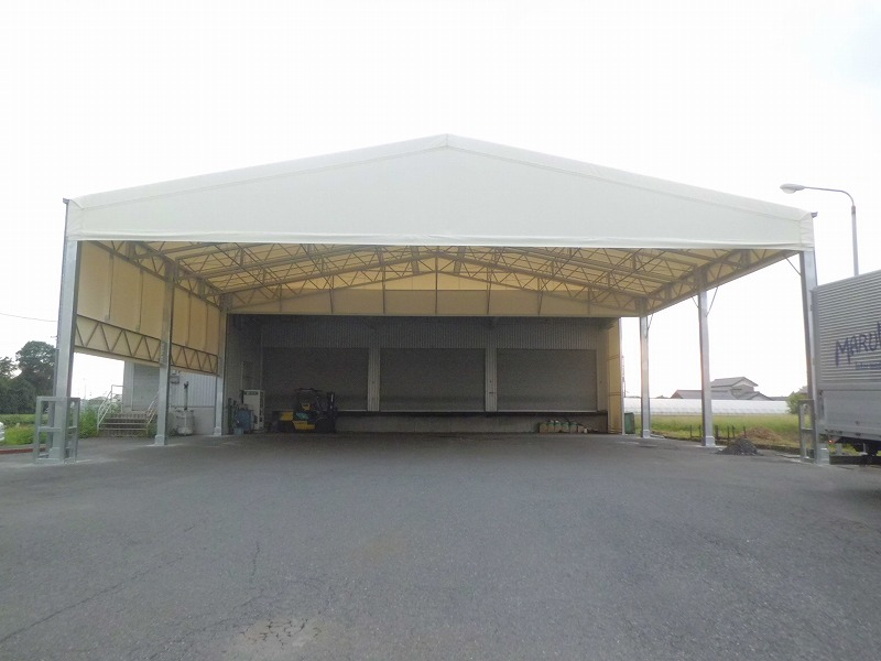 荷捌場テントN-6の施工写真1