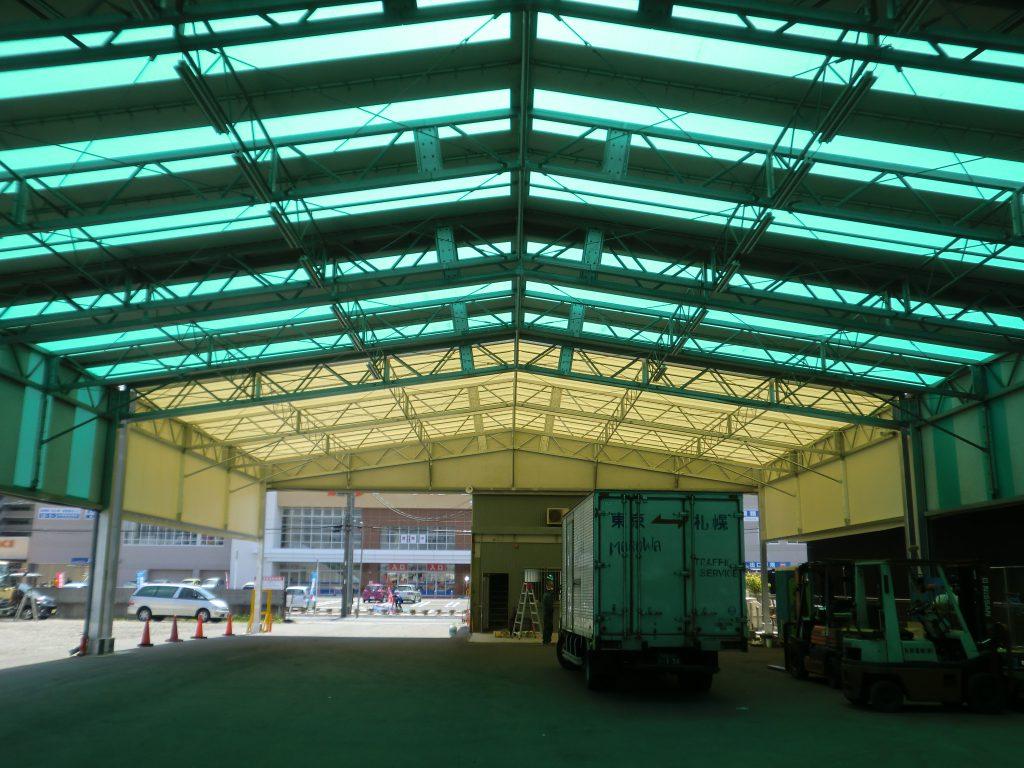 荷捌場テントN-2の施工写真2