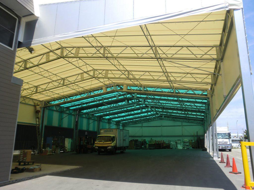 荷捌場テントN-2の施工写真1